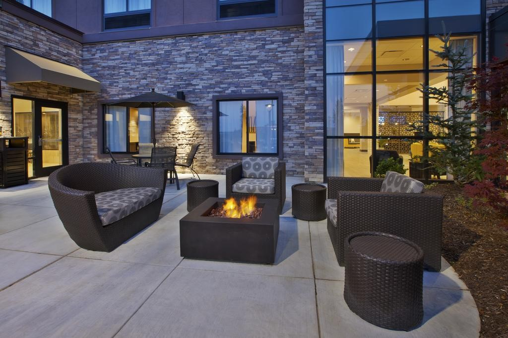 Best-Western-Plus-Cranberry-Twp-PA-Outdoor-Area.jpg
