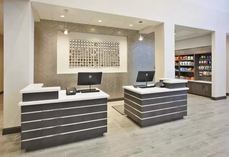 Best-western-Plus-Cranberry-Twp-PA-Front-desk-(1).jpg