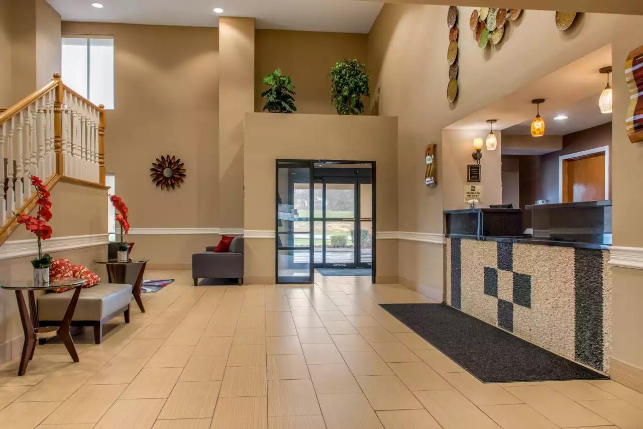 Quality-Inn-Blomington-IN-Lobby.jpg