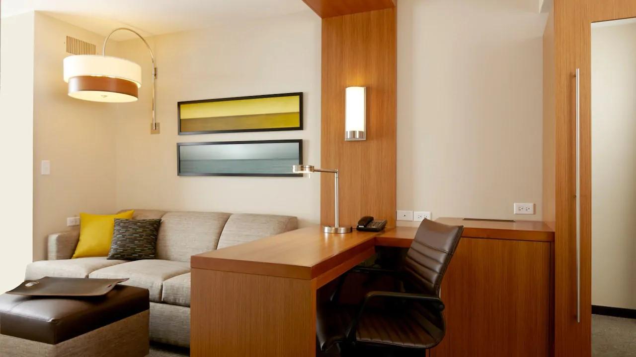 HYP-Guestroom-desk.jpg