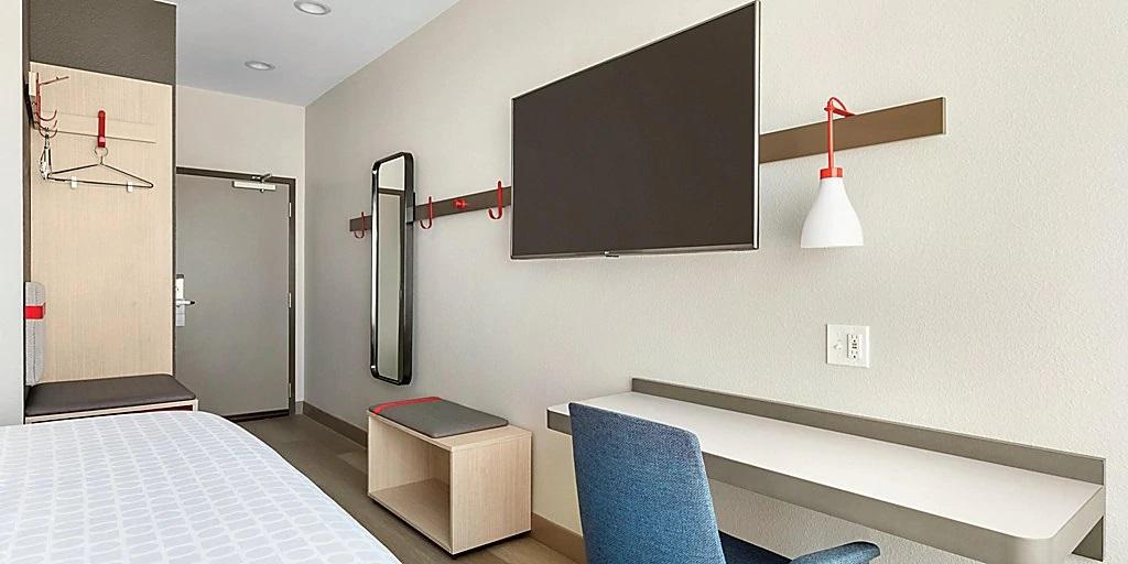 avid-hotels-denver-6194762206-2x1jpg.jpg