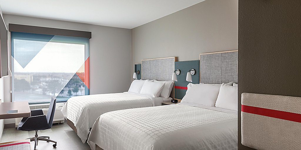avid-hotels-denver-6194762290-2x1.jpg