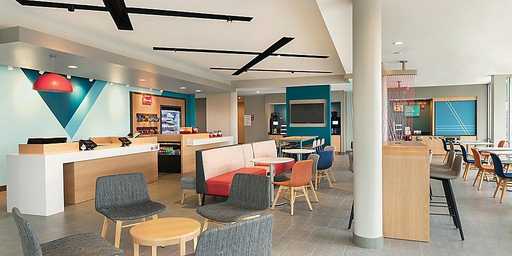 avid-hotels-denver-6194763568-2x1-(1).jpg
