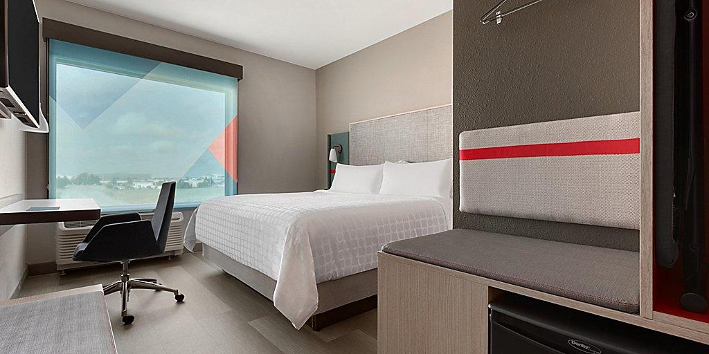 avid-hotels-denver-6194764594-2x1.jpg