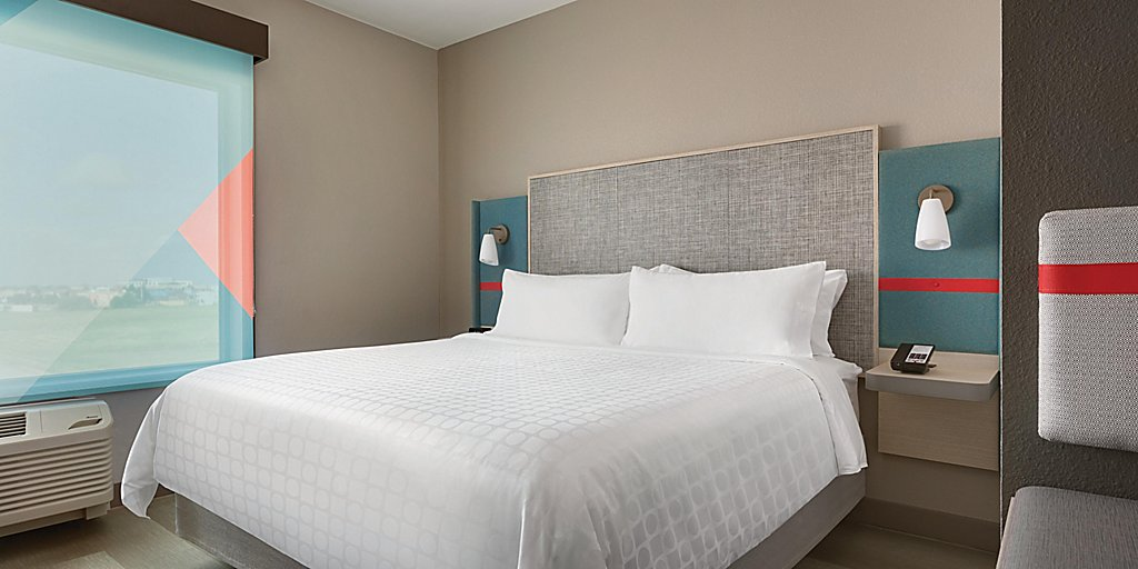 avid-hotels-denver-6194764656-2x1.jpg