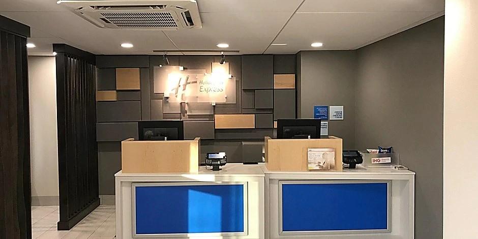Front-Desk-(1).jpg