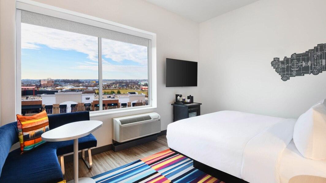 cvgaw-king-guestroom-1330-hor-wide.jpg