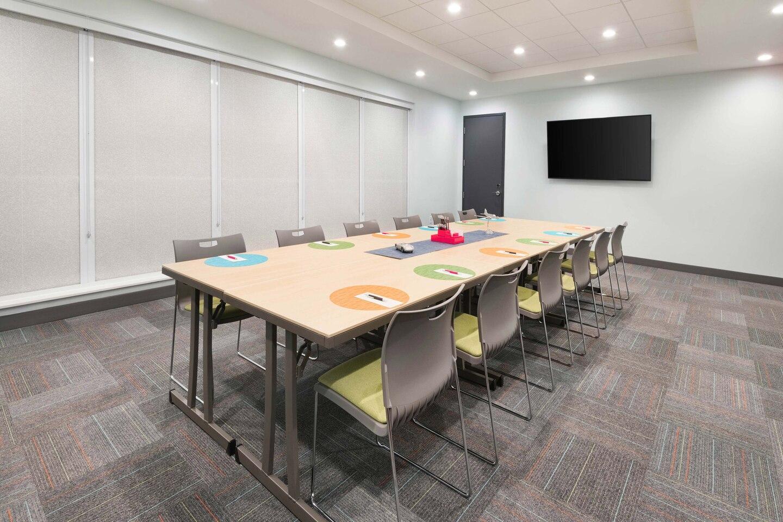cvgaw-meetingroom-1317-hor-clsc.jpg