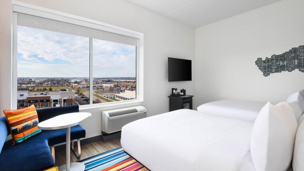 cvgaw-queen-guestroom-1334-hor-wide.jpg