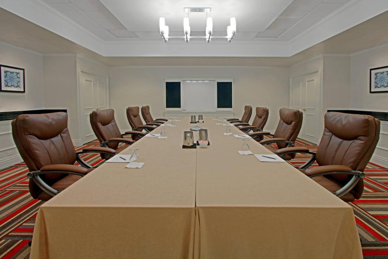 harfp-boardroom-4646-hor-clsc.jpg