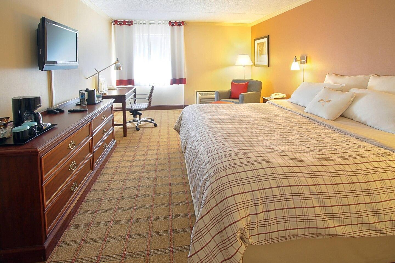harfp-guestroom-8788-hor-clsc.jpg