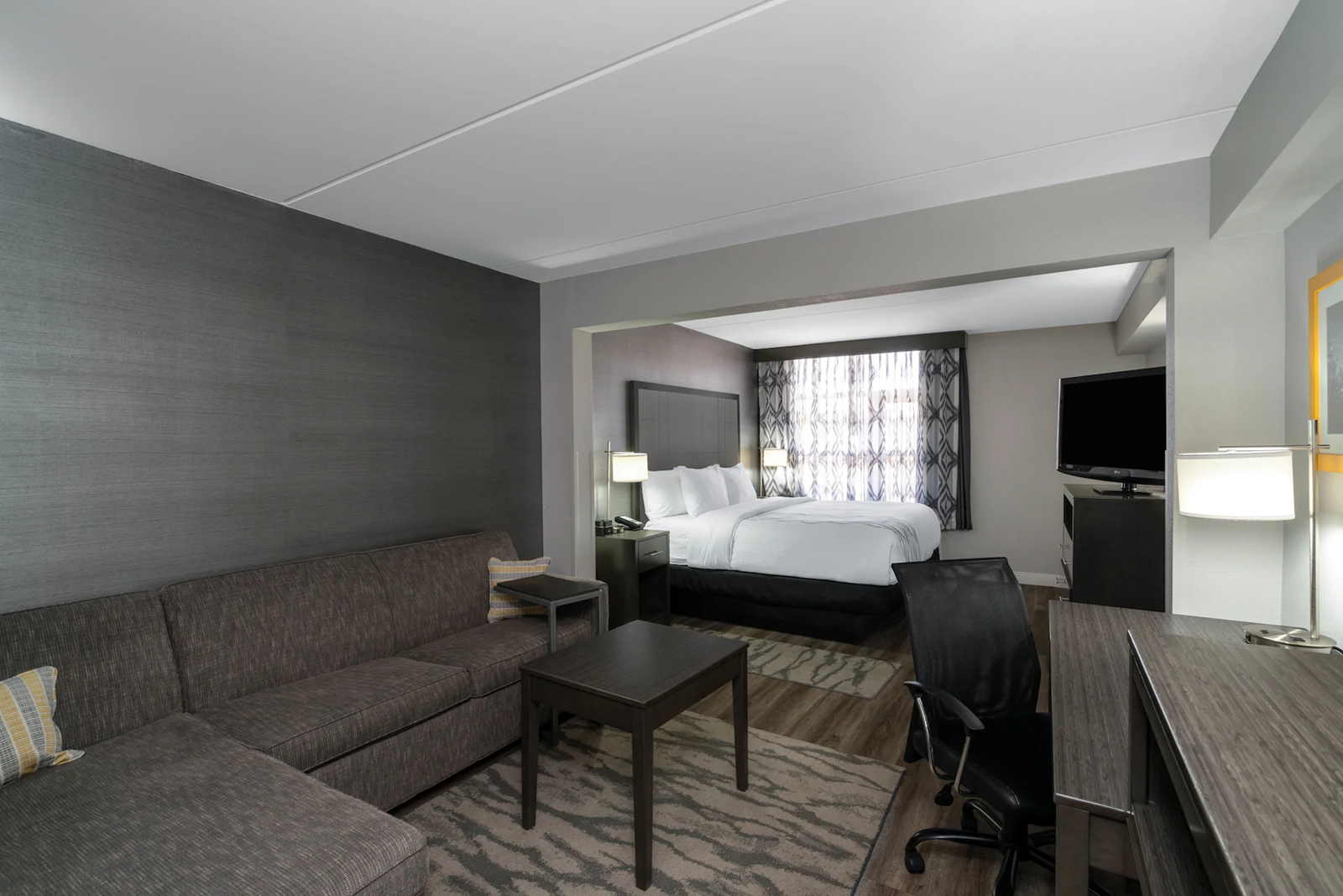 guestroom-living-area.png