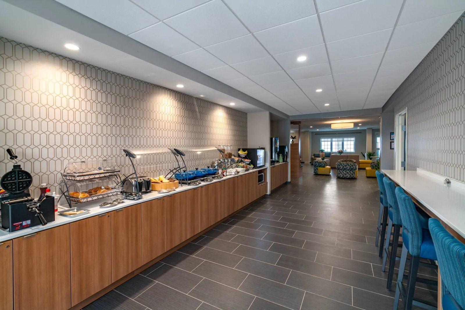 Microtel-Carlisle,-PA-breakfast-area.jpg
